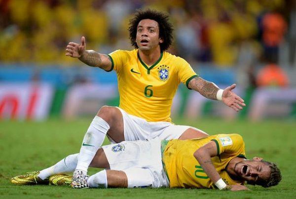 ワールドカップ2014ネイマール腰椎骨折.jpg